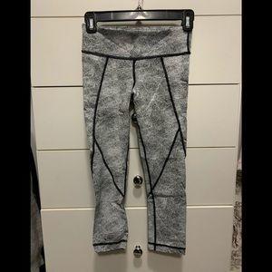 Like new coated yoga crop pant